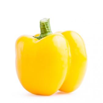 Saudável amarelo fresco da pimenta isolado.