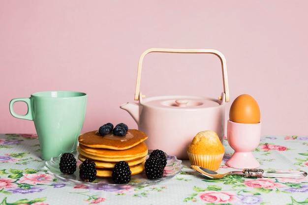 Saudável vintage café da manhã com frutos silvestres