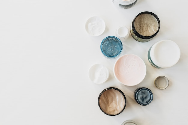 Saúde, spa, colagem de beleza com variedade de creme em branco