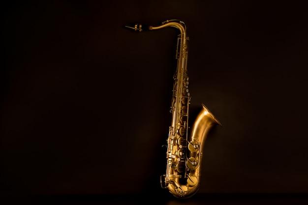 Sax saxofone tenor dourado em preto