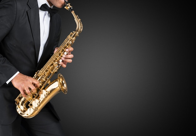 Saxofonista de jazz americano negro. vintage. tiro do estúdio.
