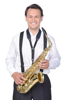 Saxofonista na camisa branca