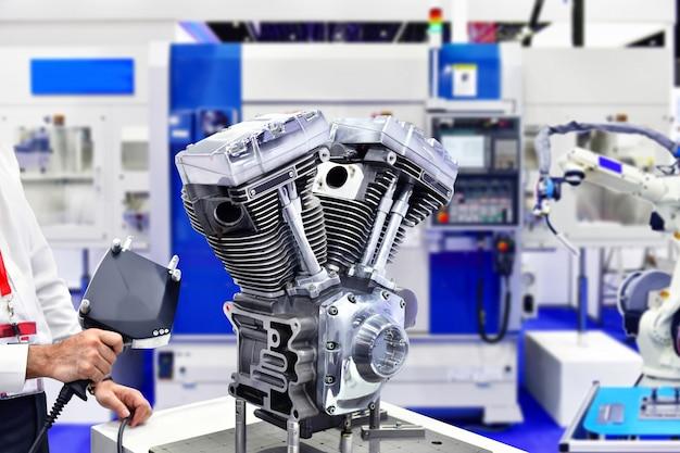 Scanner a laser 3d portátil, medindo a precisão do motor na fábrica industrial