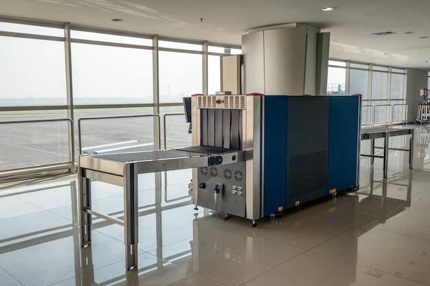 Scanner de raios x e detectores de metais com correia transportadora