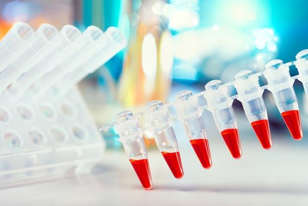 Scientific com azul e vermelho