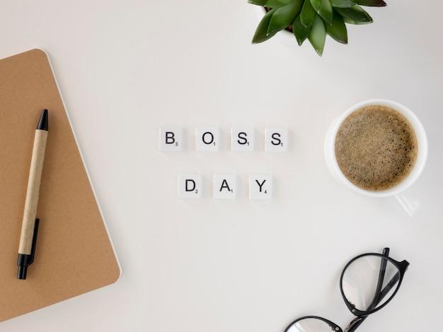 Scrabble com a mensagem do dia do chefe