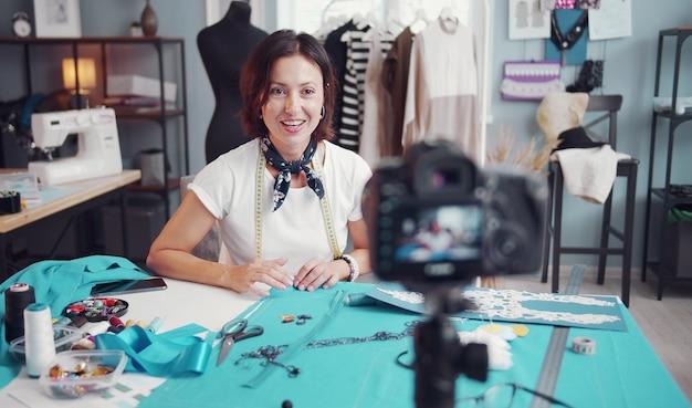 Seamstress blogger tiro vídeo tutorial