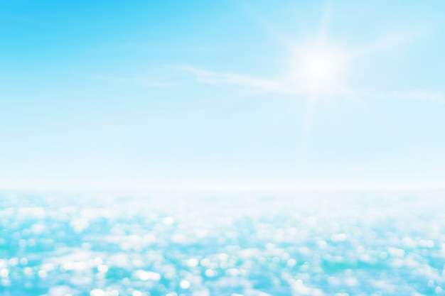 Seascape bonito borrado com luz do sol.