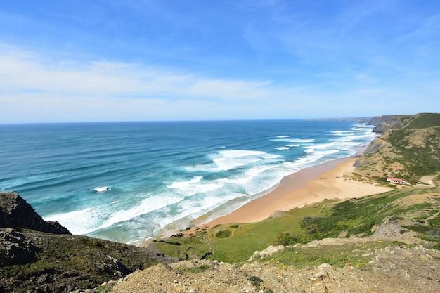 Seascape do ponto de vista de castelejo, (vista da praia de cordoama), vila do bispo, algarve, portugal