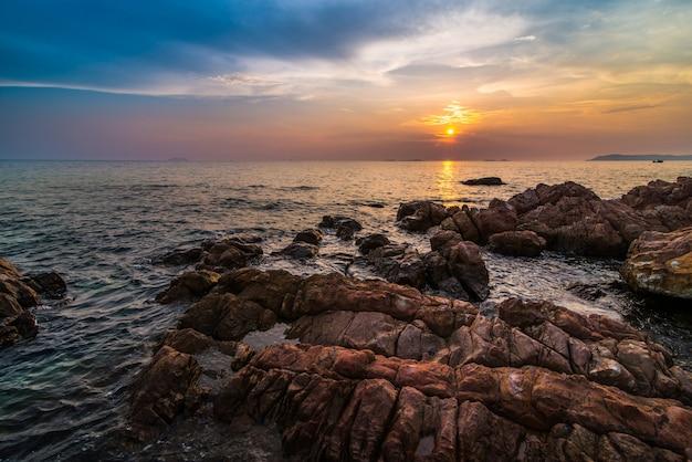 Seascape durante o pôr do sol