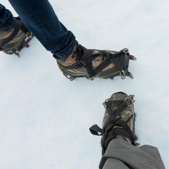 Seção baixa, vista, de, hikers, com, sapato, e, crampon, em, neve, perito, moreno, geleira, los, glaciares, natio