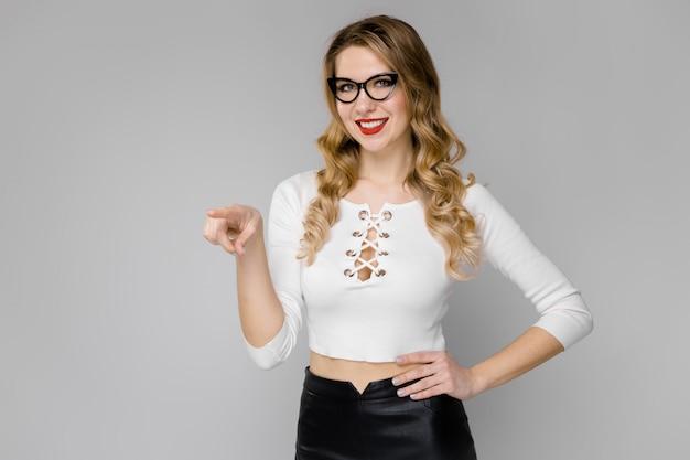 Secretária atraente em roupa formal