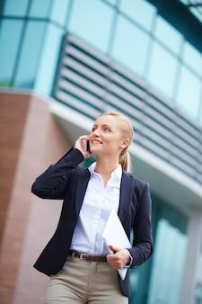 Secretária com tablet móvel e digitais