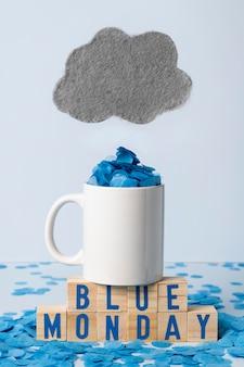 Segunda-feira azul com caneca e nuvem