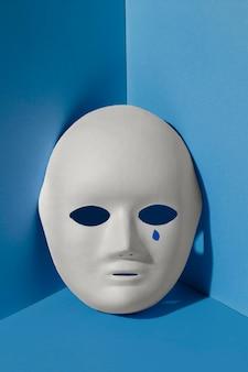 Segunda-feira azul com máscara de lágrimas