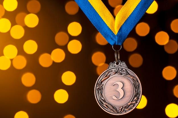 Segundo colocado medalhão em uma fita