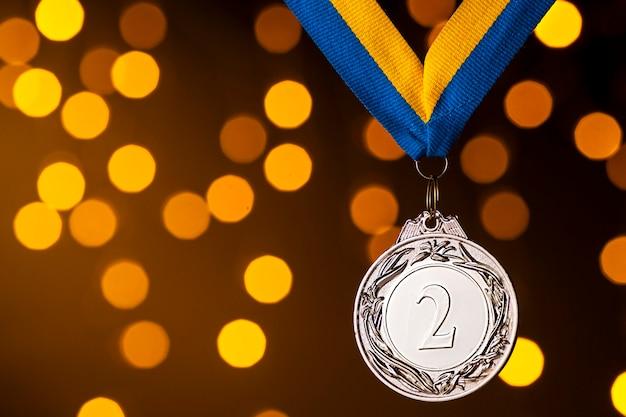 Segundo lugar prata vice-campeão medalhão na fita