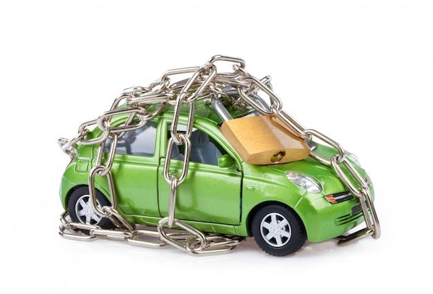 Segurança do veículo com cadeado e corrente