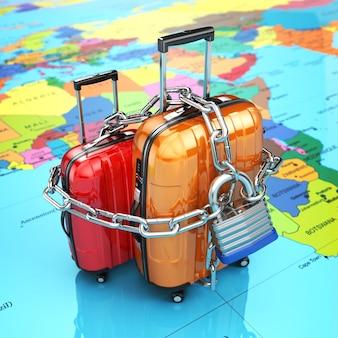 Segurança e proteção da bagagem ou conceito de fim de viagem. bagagem com corrente e cadeado. 3d
