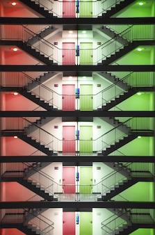 Segurança externa escadas à noite