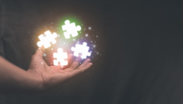 Segurando o ícone do quebra-cabeça, soluções de negócios, alvo, sucesso, objetivos e conceitos de estratégia, ilustração do conceito de fusões e aquisição