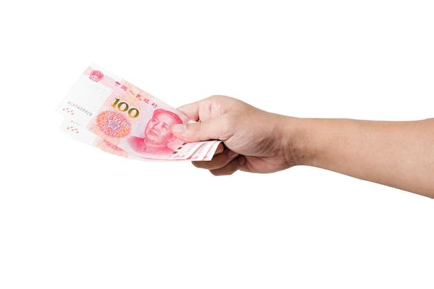 Segurar a mão e dar notas de yuan. dar e conceito de pagamento.