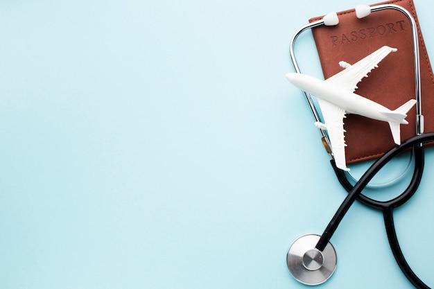 Seguro médico de viagem com espaço de cópia de avião