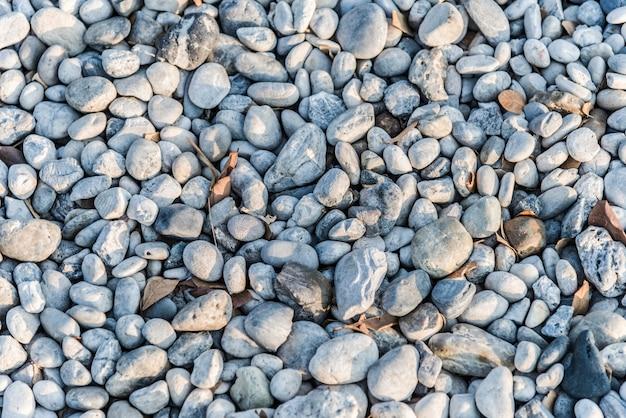 Seixos e pedras no chão
