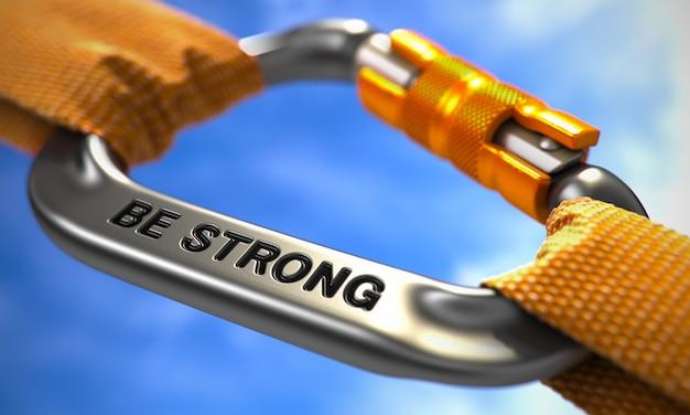 Seja forte com carabina de cromo com cordas laranja