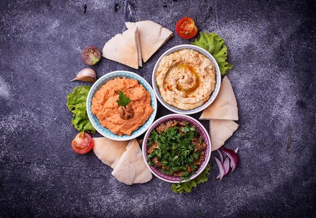Seleção de aperitivos do oriente médio ou árabe