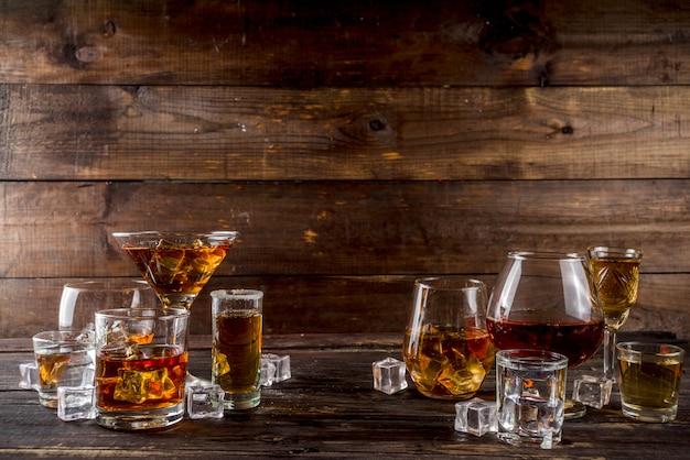 Seleção de bebidas alcoólicas fortes e fortes