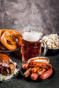 Seleção de comida alemã tradicional da oktoberfest