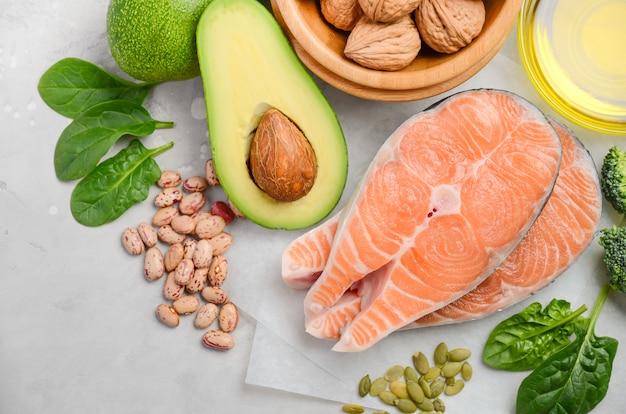 Seleção de comida saudável para o coração