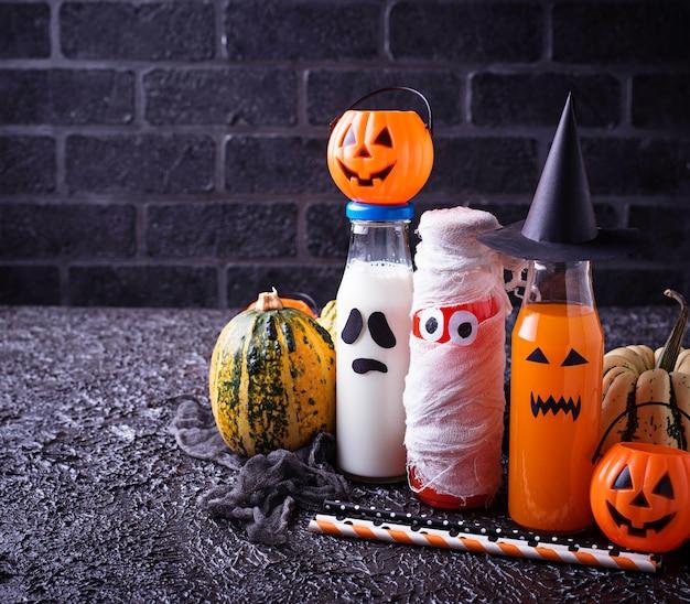 Seleção de diferentes bebidas halloweens para festa