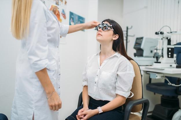 Seleção de dioptria, escolha de óculos, teste de visão