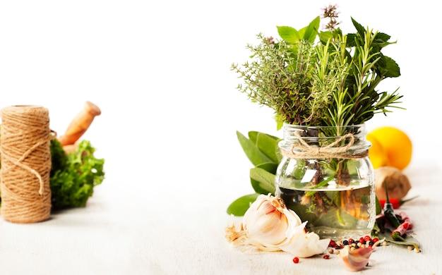 Seleção de ervas e especiarias, close-up