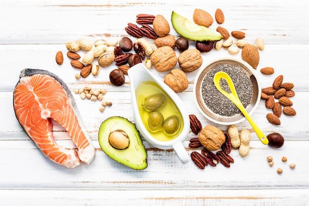 Seleção de fontes alimentares de ômega 3 e gorduras insaturadas.