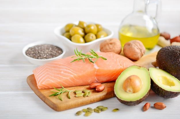 Seleção de gorduras insaturadas saudáveis, ômega 3