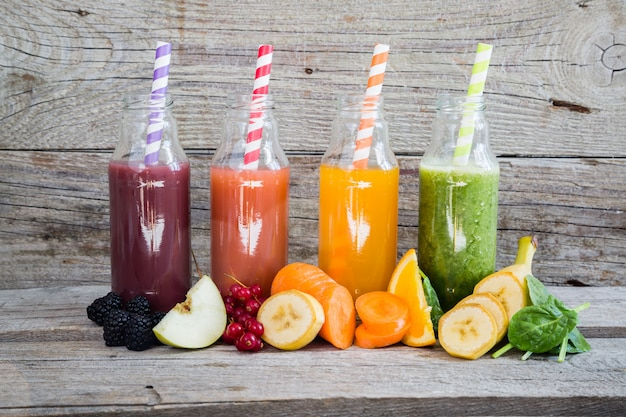 Seleção de smoothies coloridos