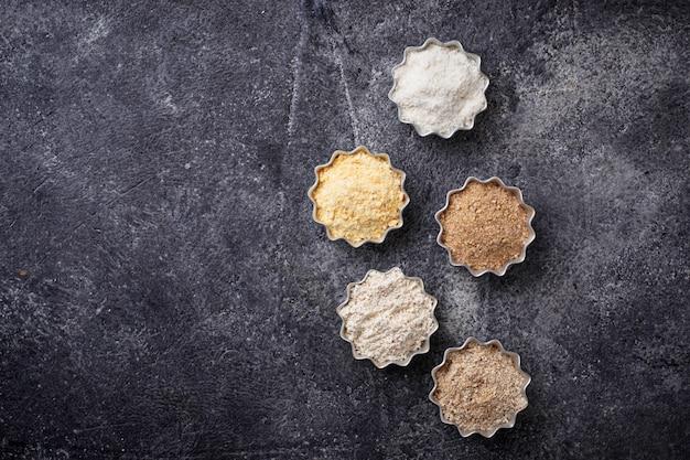 Seleção de várias farinhas sem glúten