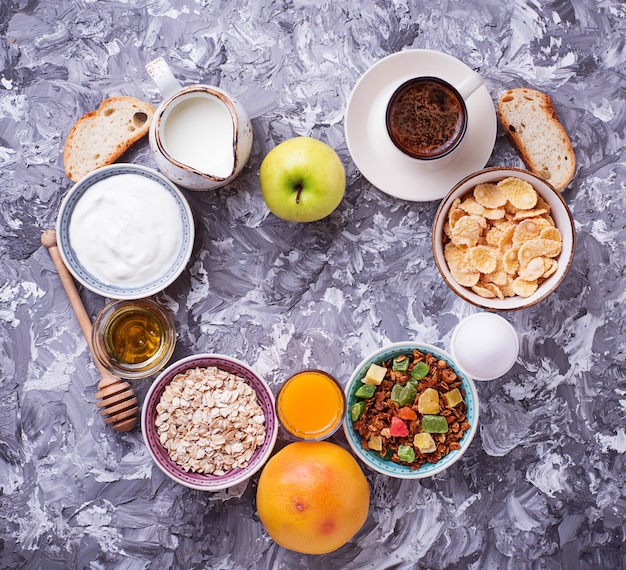 Seleção do café da manhã saudável diferente.