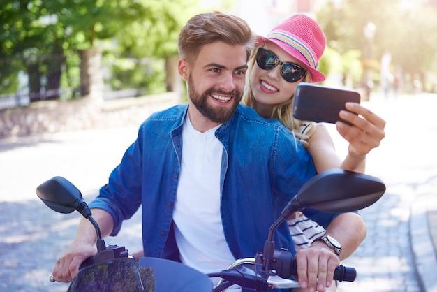 Selfie tirada na moto
