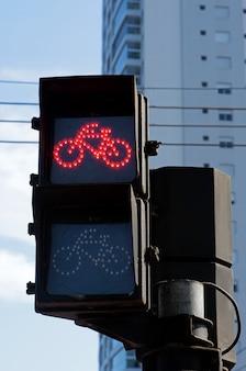 Semáforo no vermelho para bicicleta