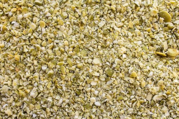 Sementes de abóbora amarelas verdes moídas fundo