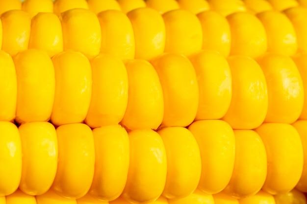 Sementes de close-up de milho doce fresco em uma fileira. abstrato base e textura de milho de frescura. textura de milho