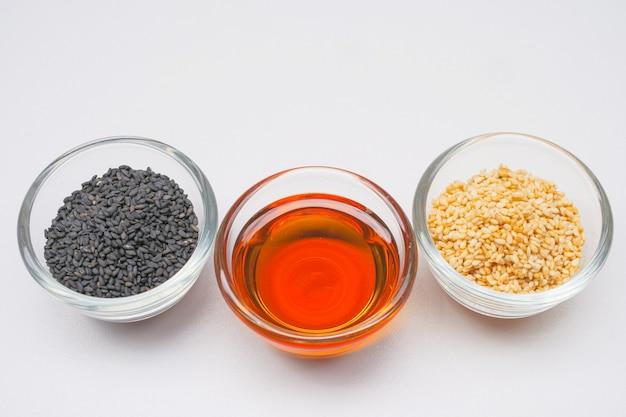 Sementes de gergelim branco preto e óleo de gergelim