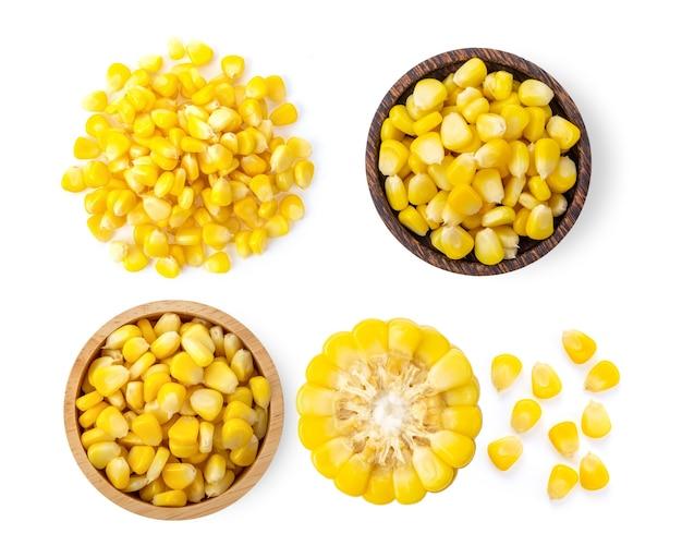 Sementes de milho isoladas no fundo branco. vista do topo