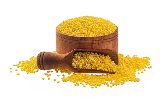 Sementes de milho na superfície branca