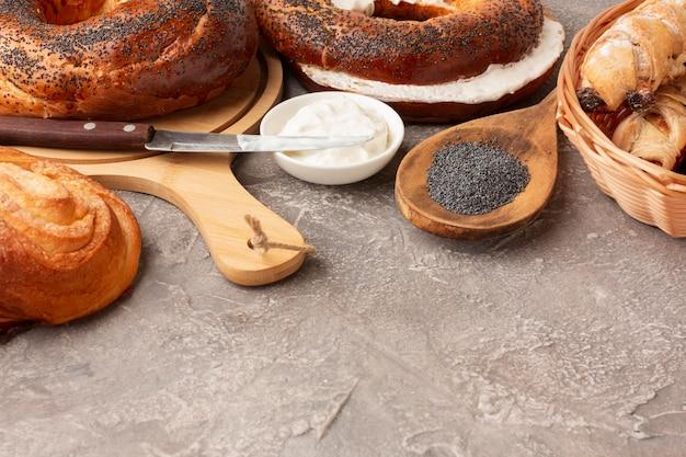 Sementes de papoila e bagels caseiros