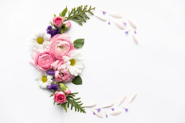 Semicírculo de flores sortidas